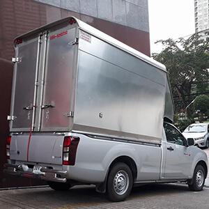 รถรับจ้างขนของหลังคาสูง ปิดทึบเพื่อความปลอดภัย